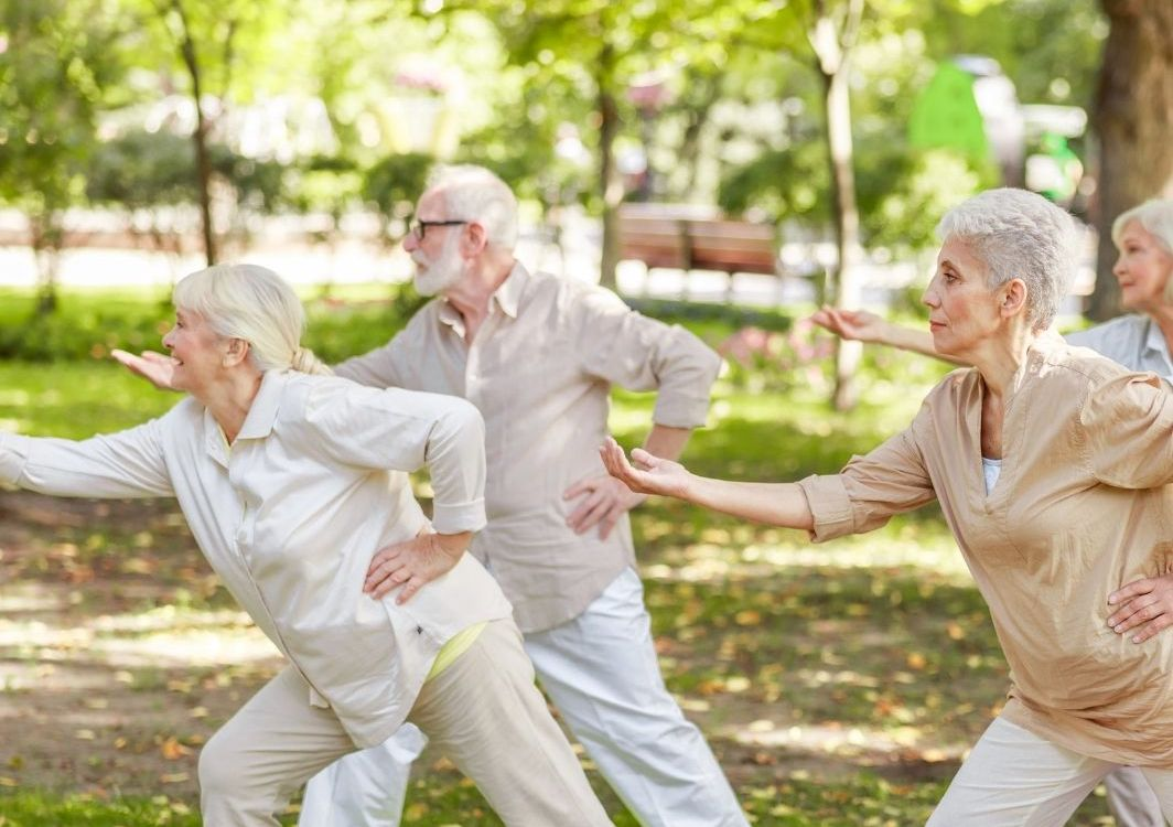 women exercising _knee braces _bettercaremarket