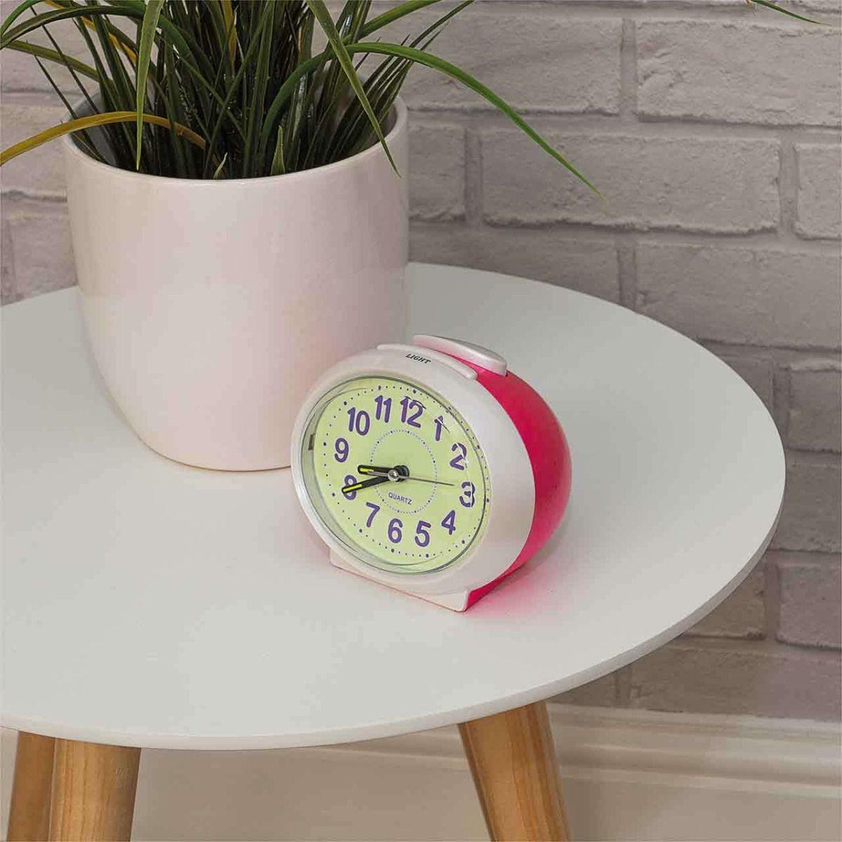Analog talking clock, contrasting face